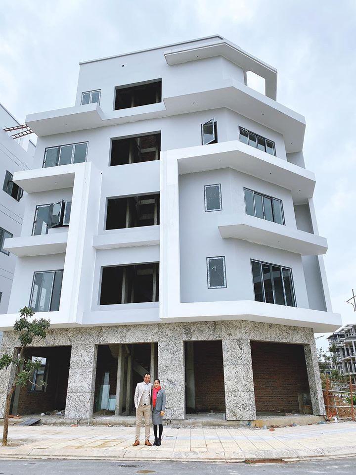 Vừa đầu tư bất động sản, Hòa Minzy phải rao bán 2 căn nhà vì dịch bệnh bùng phát