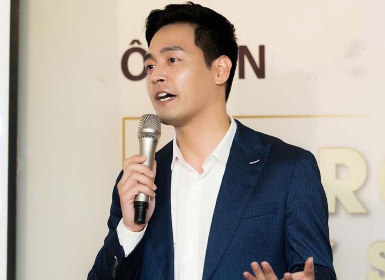 Sau khi bị netizen cà khịa, MC Phan Anh quyên góp chống dịch Covid-19