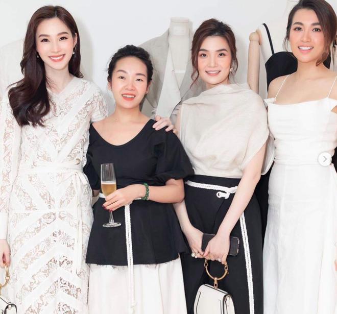Bạn gái MC Quang Bảo bất ngờ khoe nhẫn kim cương ở ngón áp út, đôi trẻ sắp kết hôn?