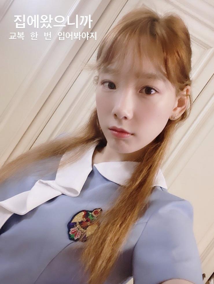 Diện lại đồng phục cũ, Taeyeon gây trầm trồ với nhan sắc trẻ trung như học sinh cấp 3
