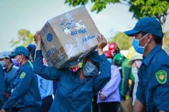 Võ Hoàng Yến lên tiếng sau cảnh xếp hàng tiếp tế lương thực ở khu cách ly đông như đi chợ