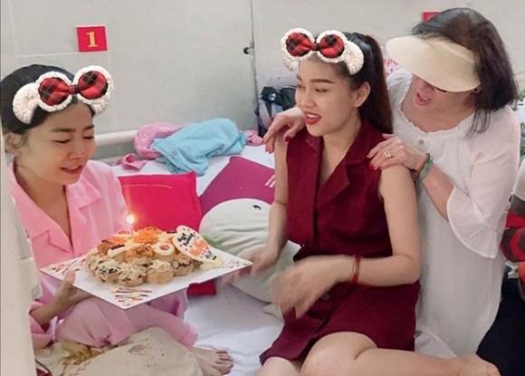 Nghẹn ngào tâm tư của bạn thân Mai Phương kể về ngày tháng chiến đấu với bệnh tật