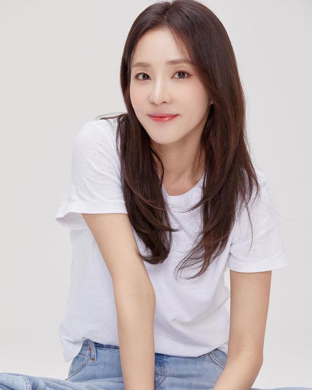 Chỉ bằng 1 bức ảnh, Dara đã khiến dân tình đứng ngồi không yên: Nữ thần đẹp nhất YG một thời đã trở lại rồi!