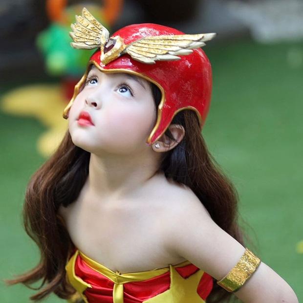 """Sốc với nhan sắc của con gái nhà """"Mỹ nhân đẹp nhất Philippines"""" cosplay lại vai diễn để đời của mẹ"""