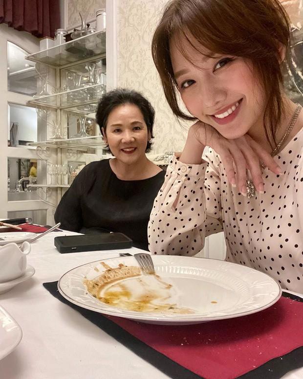 Đông Nhi, Hari Won và dàn sao Việt chúc mừng Ngày của mẹ đầy xúc động