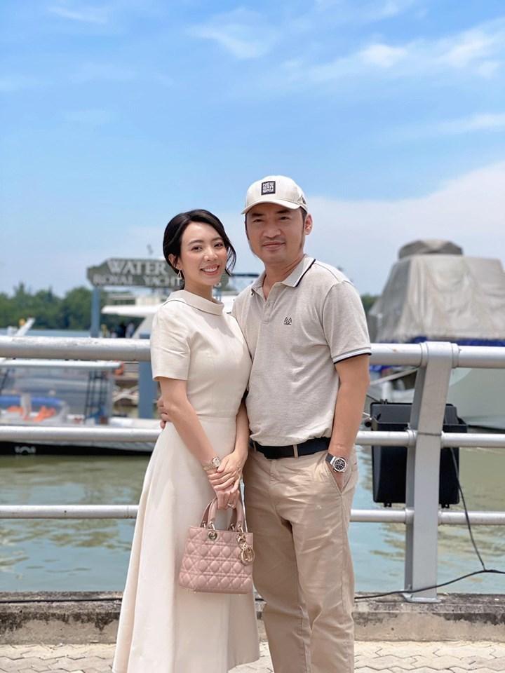 Thu Trang khiến cả showbiz cười bò vì bỏ quên Tiến Luật ở quán ăn