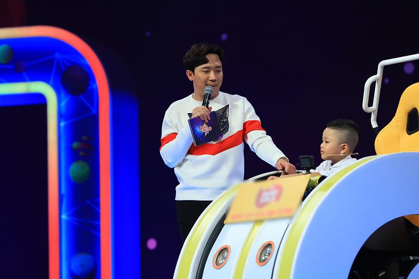 """Trịnh Thăng Bình khiến các nhí """"rối não"""" khi mượn hình ảnh Ninh Dương Lan Ngọc để diễn tả con linh dương"""