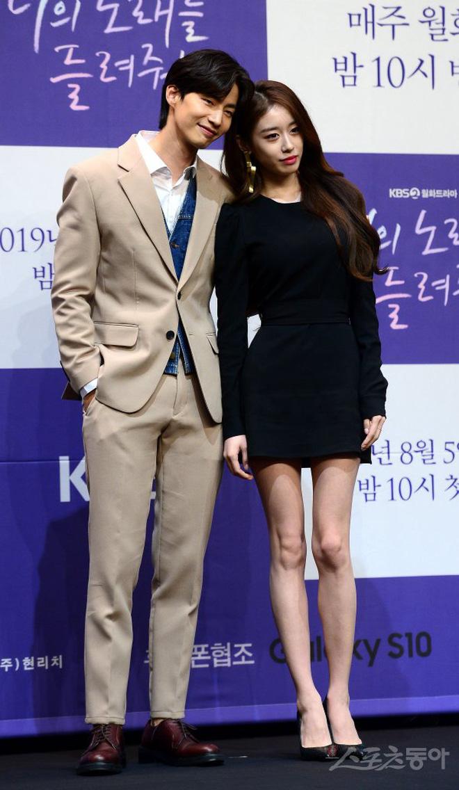 Rộ tin Park Jiyeon (T-ARA) hẹn hò với tài tử Mặt trăng ôm lấy mặt trời, Kbiz lại có thêm một cặp đôi đẹp?