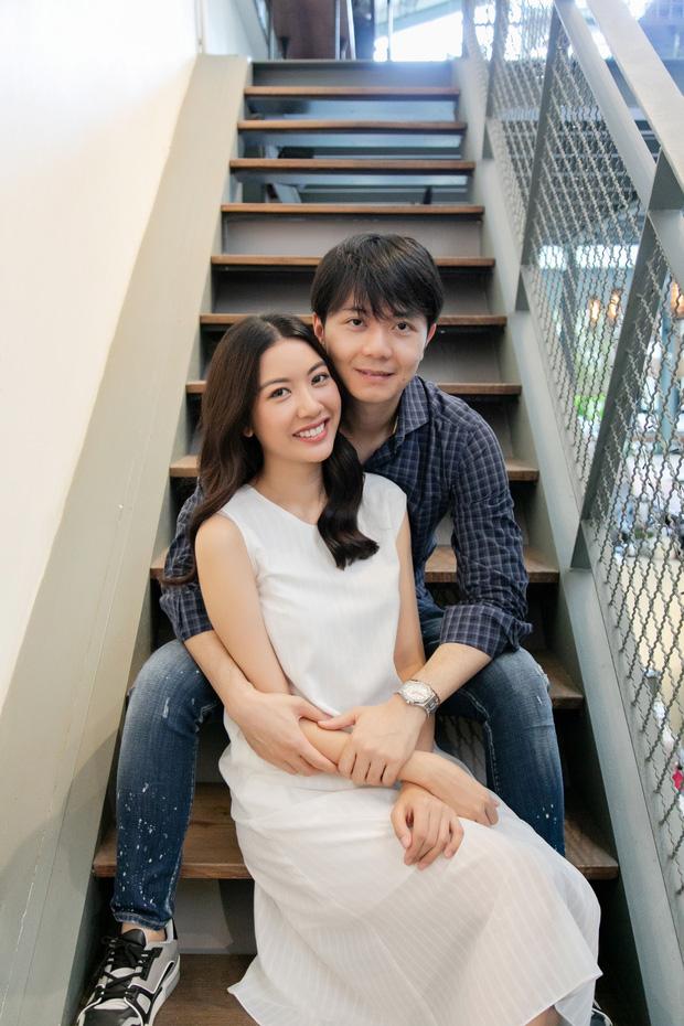 Thúy Vân khoe ảnh đăng ký kết hôn với doanh nhân dòng dõi ngoại giao
