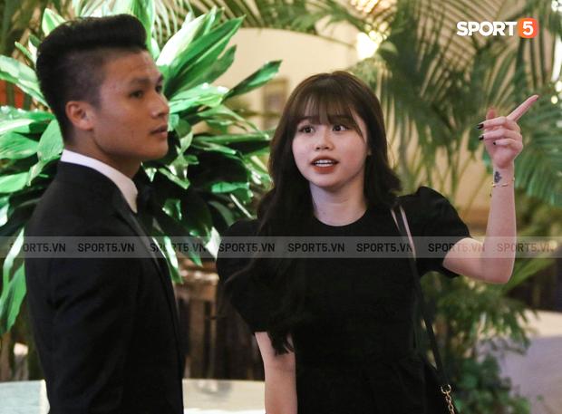 Quang Hải sánh đôi cùng Huỳnh Anh dự lễ trao giải Quả bóng Vàng Việt Nam 2019