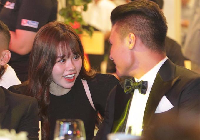 Quang Hải - Huỳnh Anh khiến dân tình ghen tị khi mới công khai yêu nhau 15 ngày đã quất quýt như mấy năm