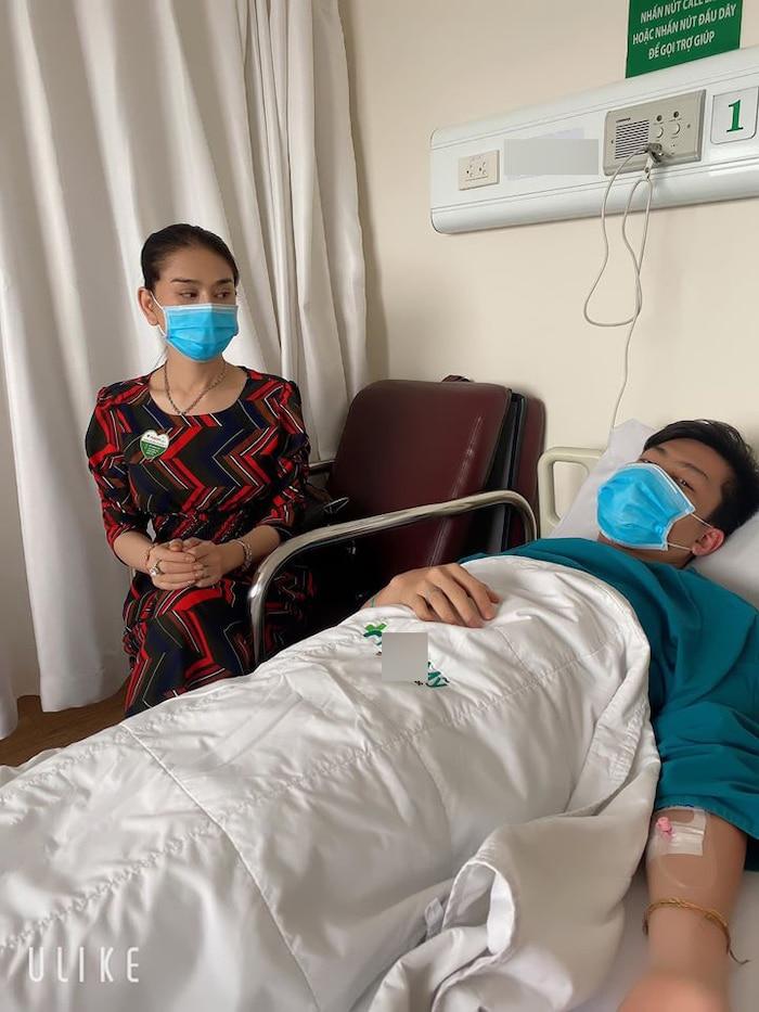 Lâm Khánh Chi gây hoang mang khi chia sẻ hình ảnh ông xã nhập viện