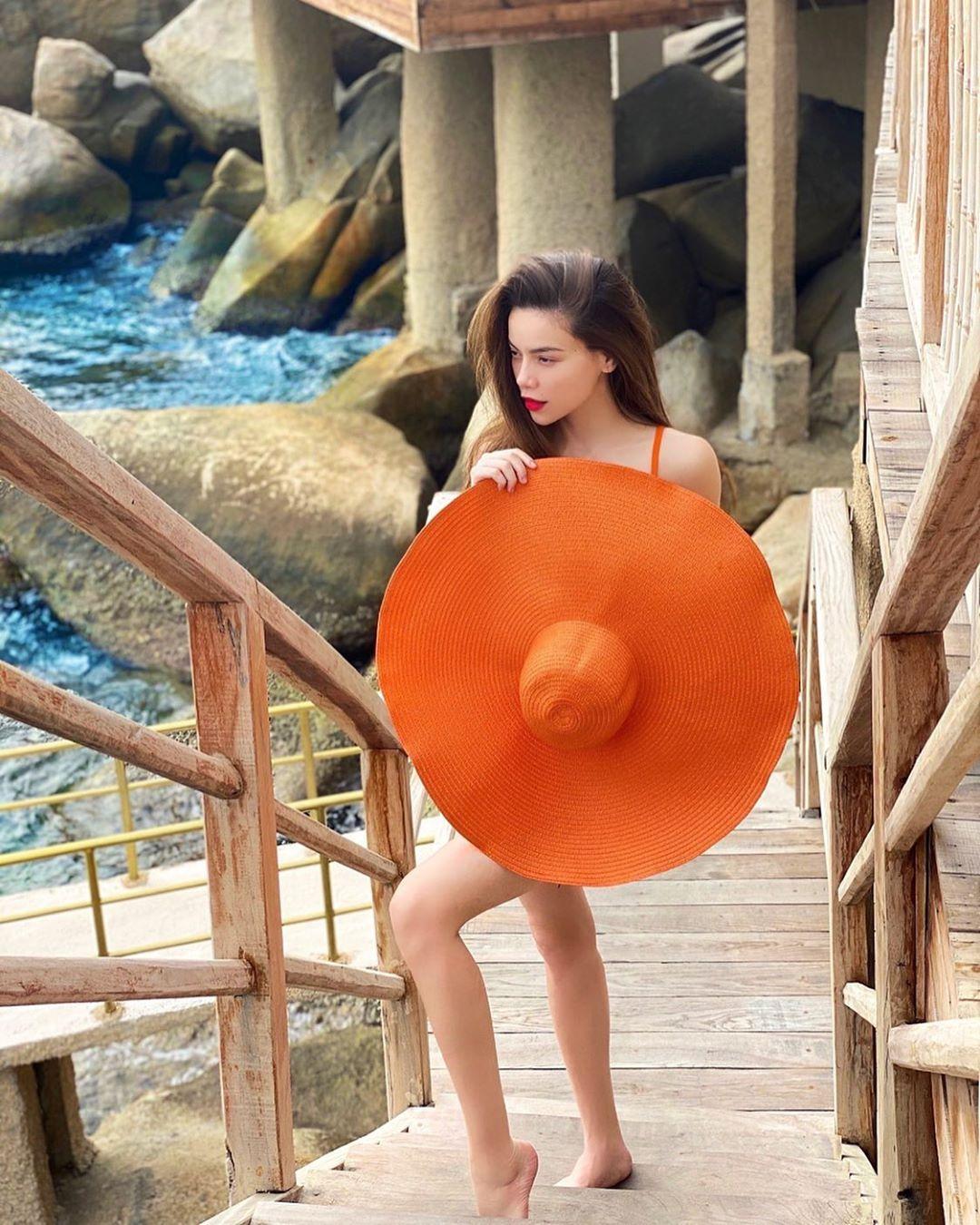 Hồ Ngọc Hà tự tin thả dáng với bikini, khoe body nuột nà giữa tin đồn mang thai đôi