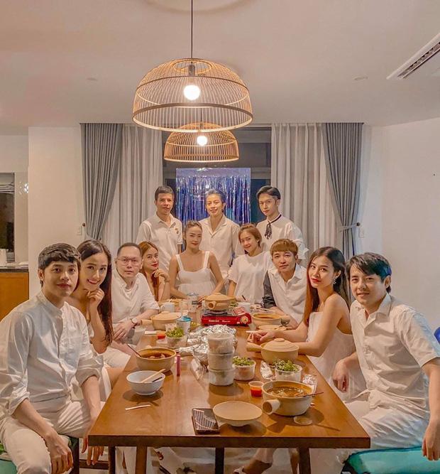 """Cuối cùng thành viên được chờ đợi nhất đã xuất hiện trong hội bạn đắt giá của Đông Nhi: """"Gia đình văn hoá"""" đầy đủ rồi"""