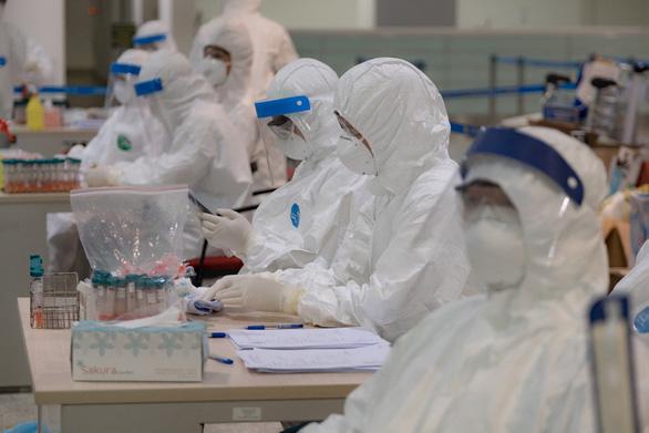 Việt Nam thêm 8 ca COVID-19 mới, chuẩn bị đón 116 công dân mắc bệnh ở châu Phi