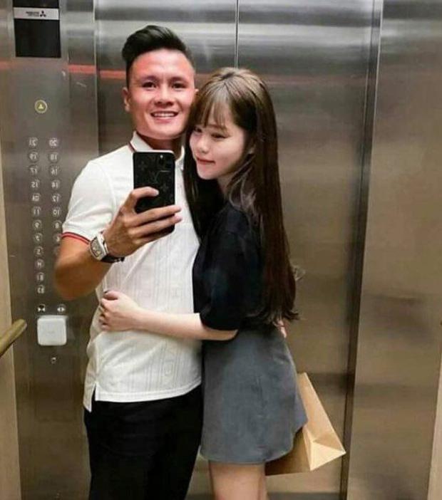 Huỳnh Anh vừa nũng nịu vừa kể tội Quang Hải trên livestream: Càng ngày càng cục súc với em