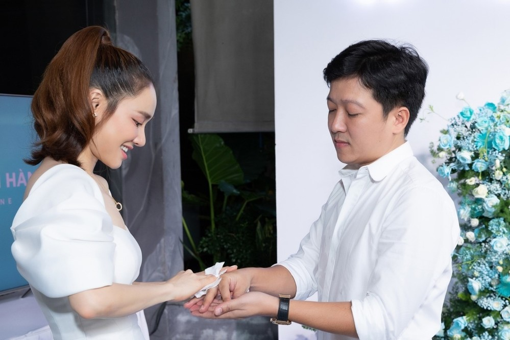 1001 khoảnh khắc Nhã Phương chăm sóc Trường Giang khiến fan lụi tim