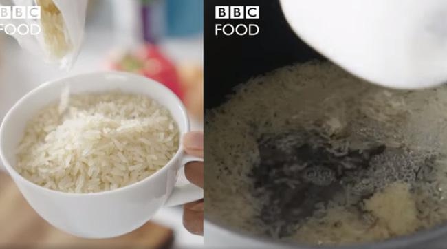 Show ẩm thực Mỹ khiến dân Châu Á khóc thét vì không vo gạo, đợi cơm chín đi rửa lại với nước lạnh