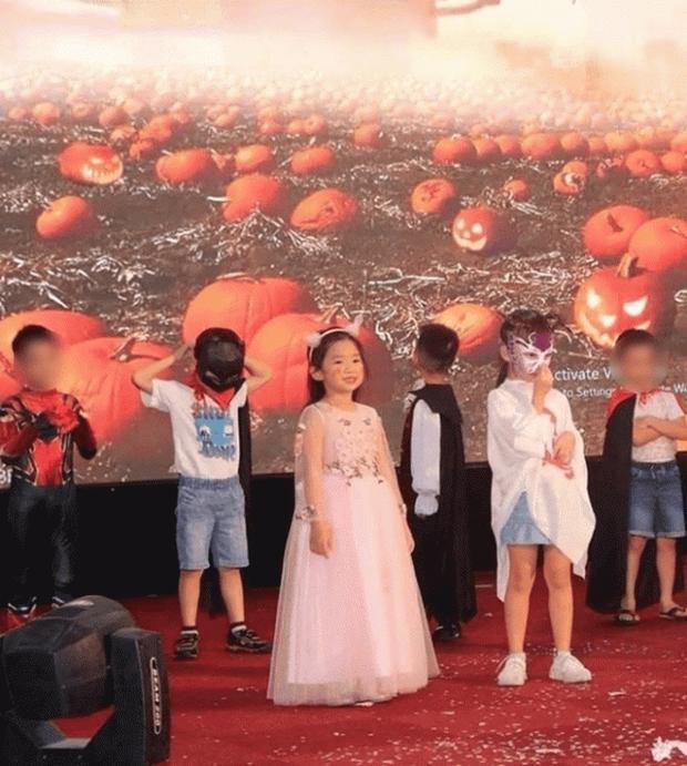 Rộ hình ảnh con gái Mai Phương rạng rỡ, xinh xắn như tiểu công chúa trong ngày bế giảng