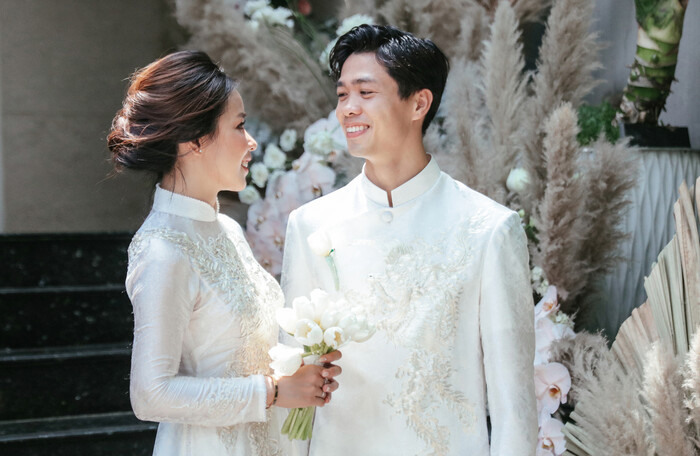 Lộ hình ảnh hiếm hoi Công Phượng dẫn vợ Viên Minh đi dự tiệc chia tay HLV Hàn Quốc