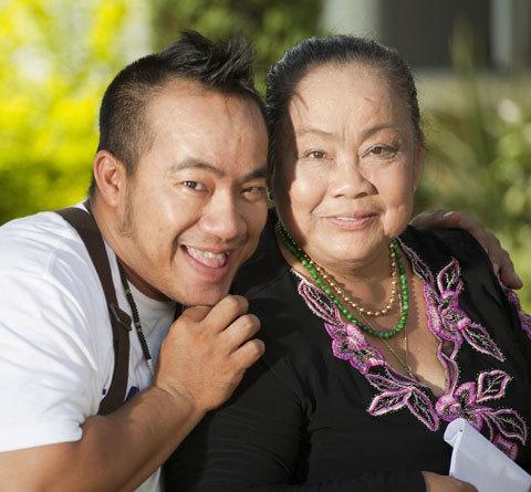 NS Hiếu Hiền bật khóc giữa đêm vì nhớ mẹ, Tăng Thanh Hà và dàn sao xót xa