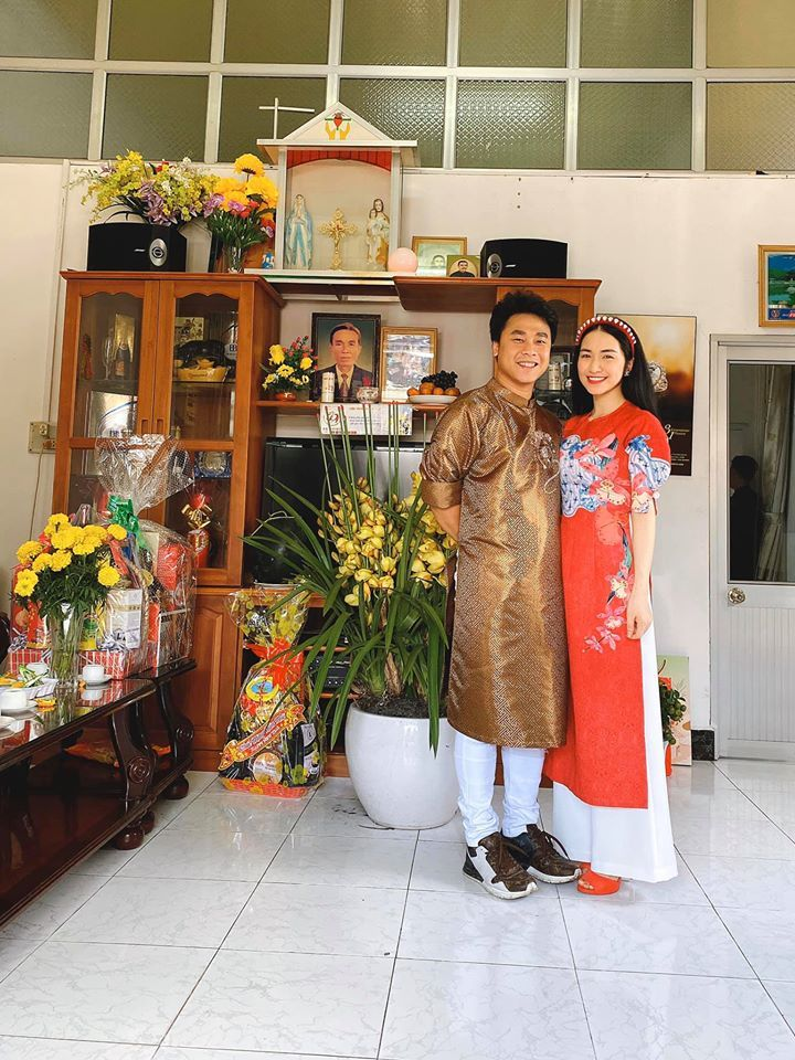 Hòa Minzy mạnh tay mua túi xách hiệu từ nước ngoài về tặng chồng khiến Minh Hải mất ngủ đêm khuya