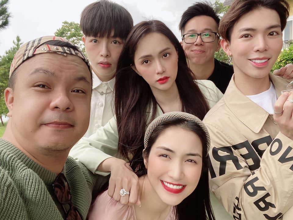 Đức Phúc tung ảnh Hương Giang - Matt Liu đi Đà Lạt cùng nhà Hoa dâm bụt: Trông hạnh phúc như một gia đình