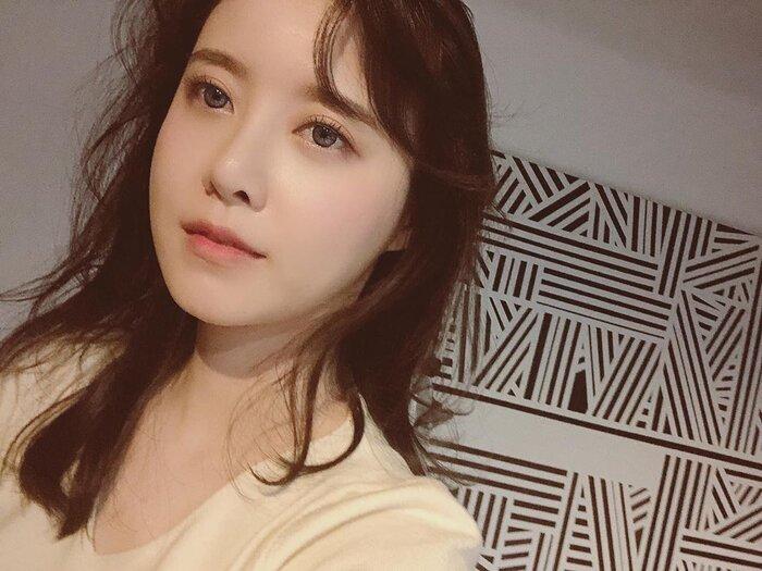 Goo Hye Sun thức trắng đêm sau 15 ngày ly hôn Ahn Jae Hyun