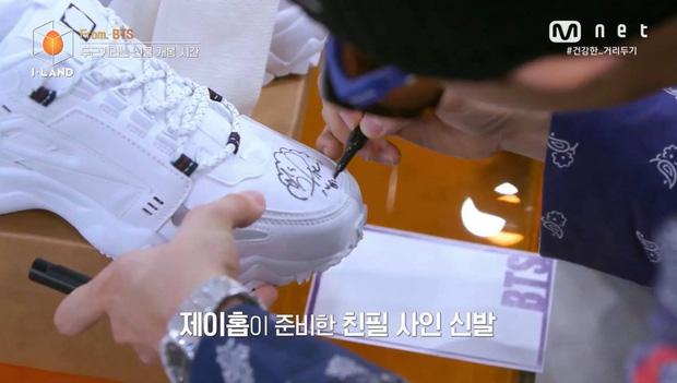 Thí sinh Việt Nam lọt top 12 I-LAND, may mắn sở hữu đôi giày có chữ ký tay của j-hope (BTS)