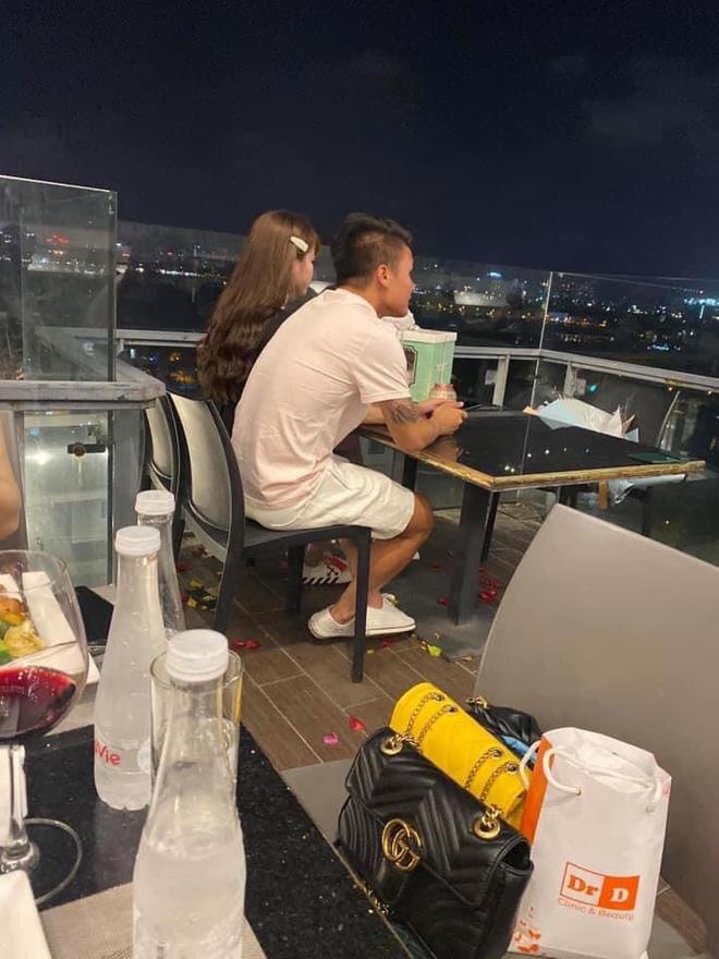 Fan bắt gặp Quang Hải tổ chức sinh nhật lãng mạn cho Huỳnh Anh
