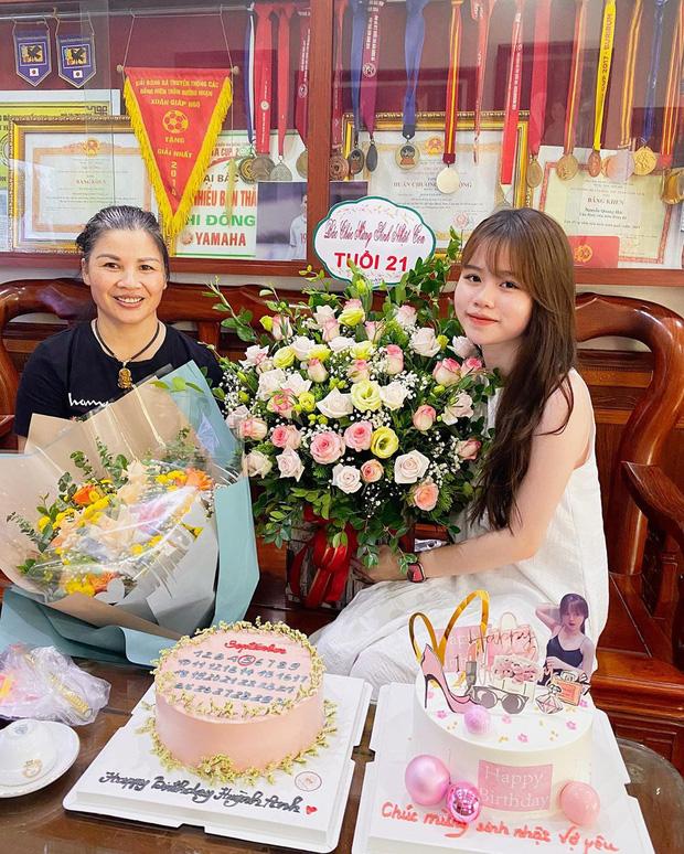 Huỳnh Anh được mẹ Quang Hải tặng quà nhân ngày sinh nhật, khẳng định mối quan hệ cực tốt đẹp