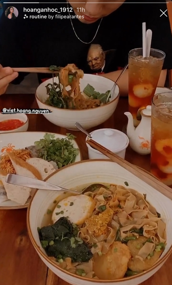 Hậu nghi vấn chia tay Văn Hậu, hot girl 9x đi ăn với em trai Sơn Tùng M-TP