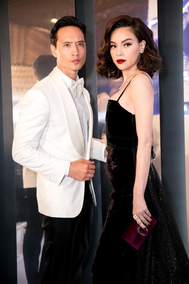 Kim Lý đăng ảnh khoe body cuồn cuộn do Hà Hồ chụp, âu yếm gọi nữ ca sĩ là vợ