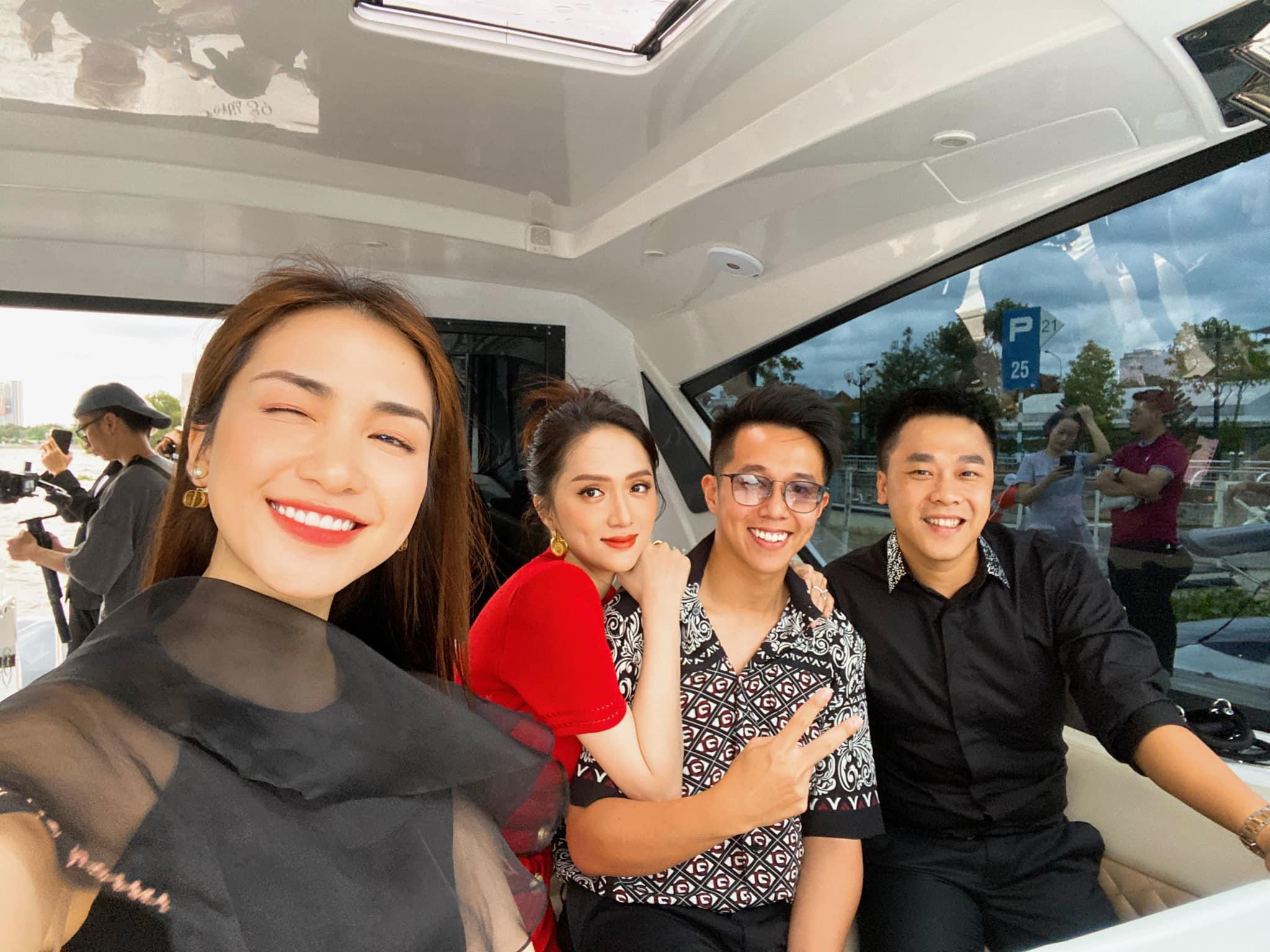 2 couple chung khung hình: Hương Giang quấn quýt bên Matt Liu, Hòa Minzy và bạn trai anh đầu sông, em cuối sông