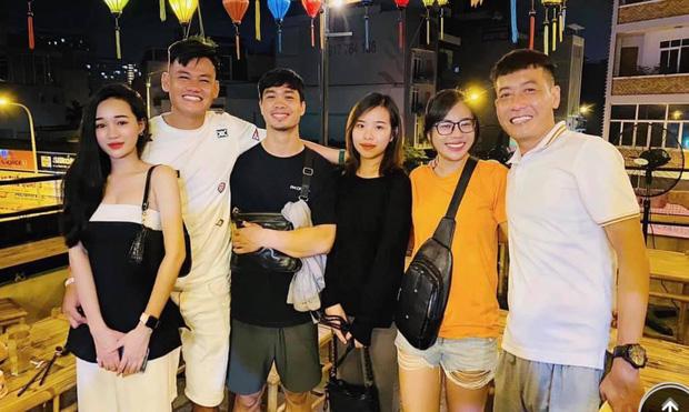 Dân tình chú ý đến vòng 2 lùm lùm của Viên Minh trong ảnh cùng Công Phượng đi dự tiệc