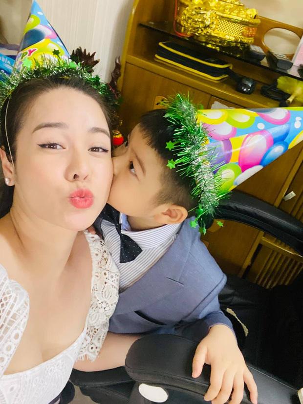Nhật Kim Anh gặp lại con nhưng phải thuê khách sạn lén gặp và bị chồng cũ liên tục giám sát