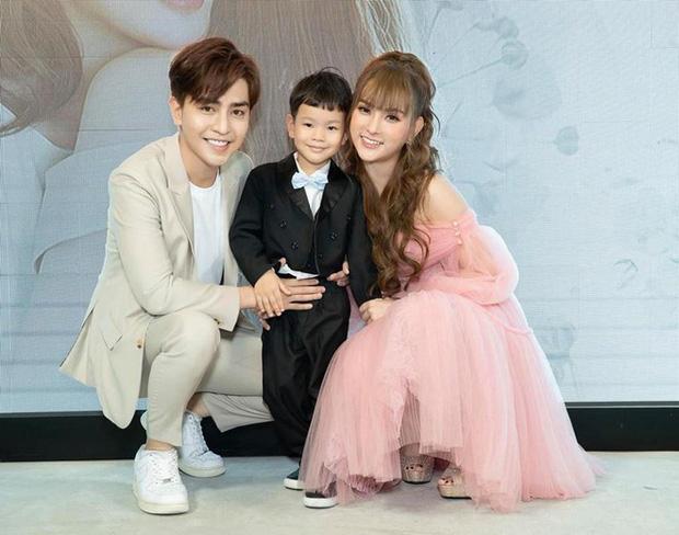 Ca sĩ Thu Thủy sinh con gái cho chồng trẻ, sớm hơn dự kiến trước đó khiến fan bất ngờ