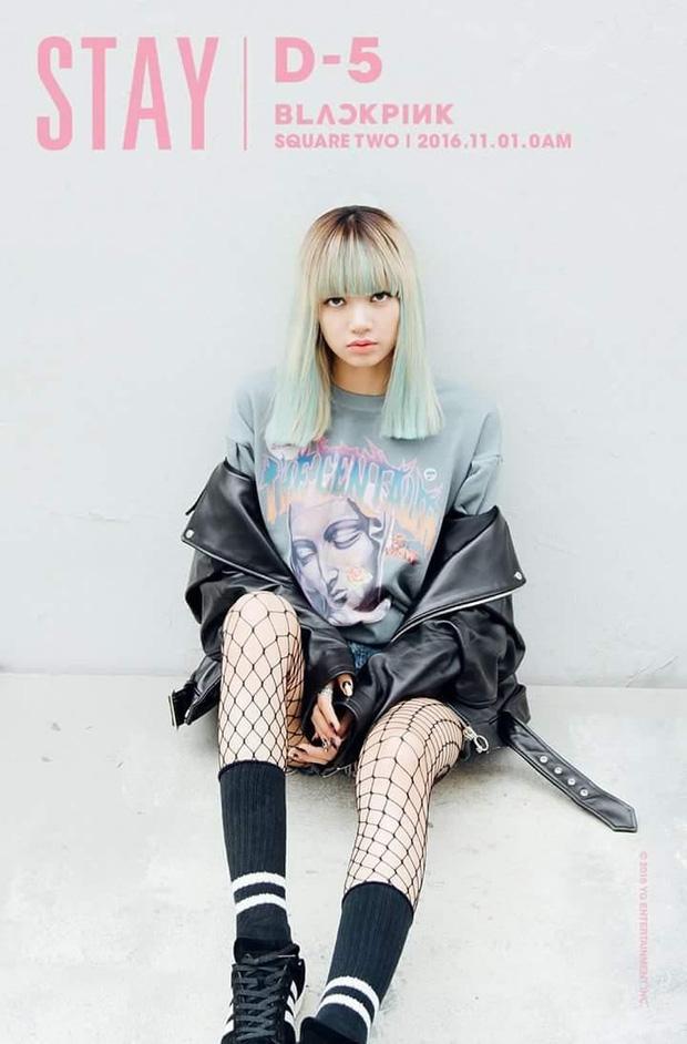 Lisa trang điểm nhợt nhạt, thần thái u sầu trong teaser mới, fan đinh ninh kiểu gì BLACKPINK cũng theo concept giống Stay?