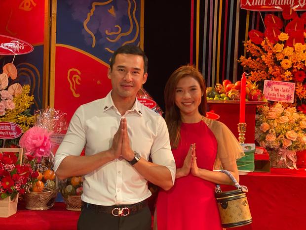 Dàn sao Vbiz đình đám đồng loạt dâng hương cúng Tổ nghiệp: CEO Hương Giang rạng rỡ, Chi Pu - Ốc Thanh Vân giản dị