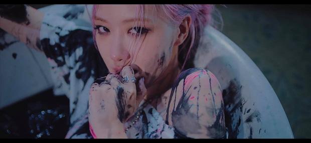 BLACKPINK tung teaser MV Lovesick Girls, netizen rụng rời trước hình tượng mới của các cô gái