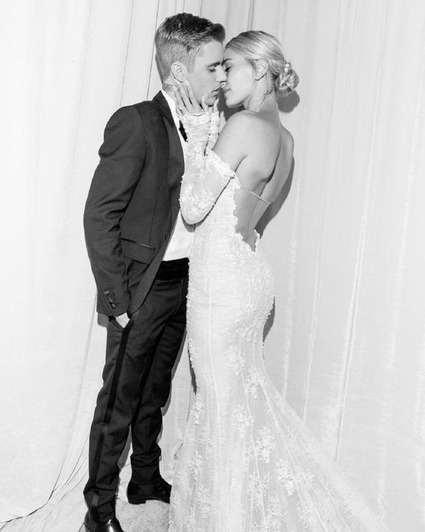 Justin Bieber kỷ niệm 1 năm tổ chức hôn lễ với Hailey Baldwin, đăng tâm thư đầy mùi mẫn