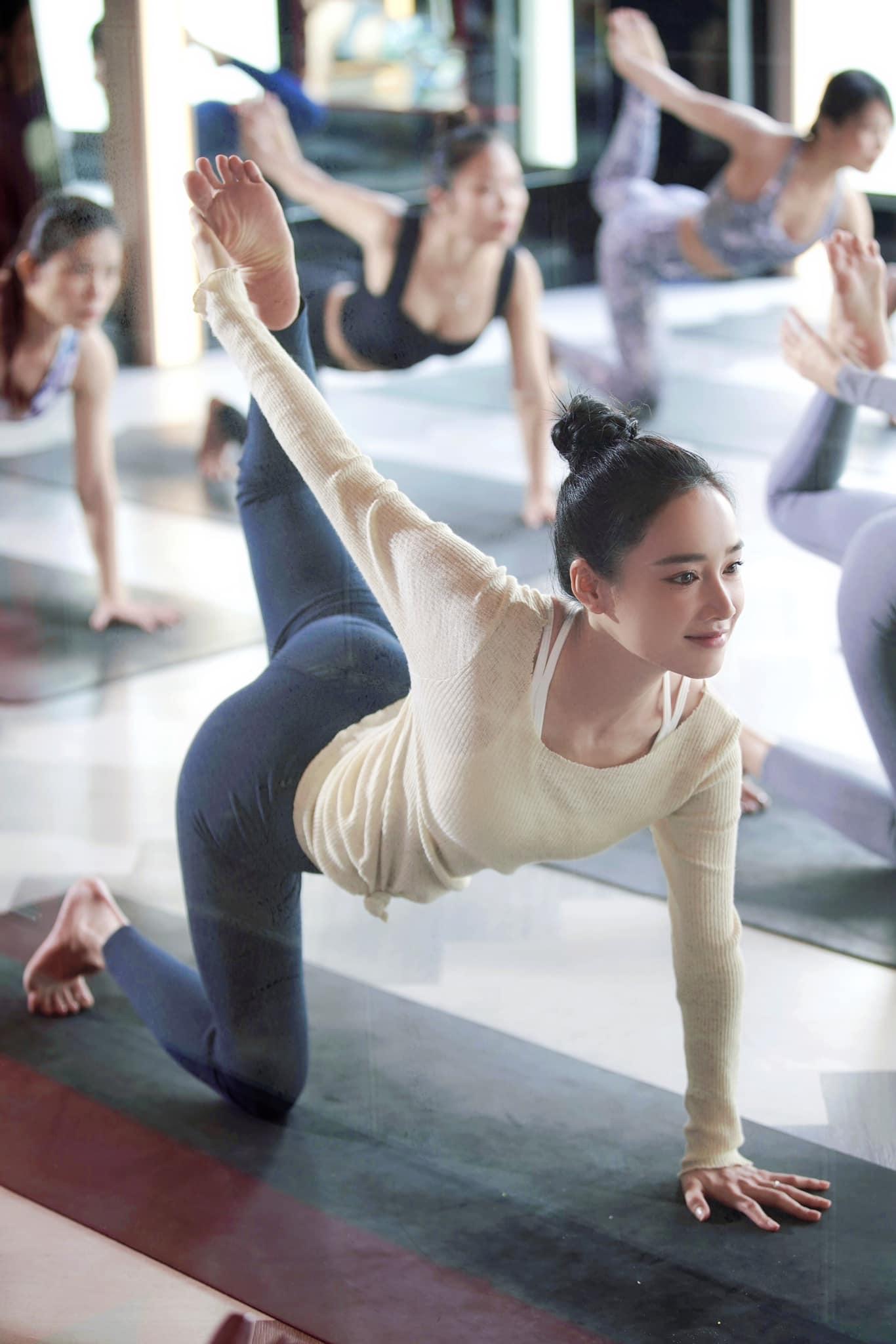 Nhã Phương tung ảnh đi tập yoga sáng sớm, nhan sắc và vóc dáng khiến ai nấy trầm trồ