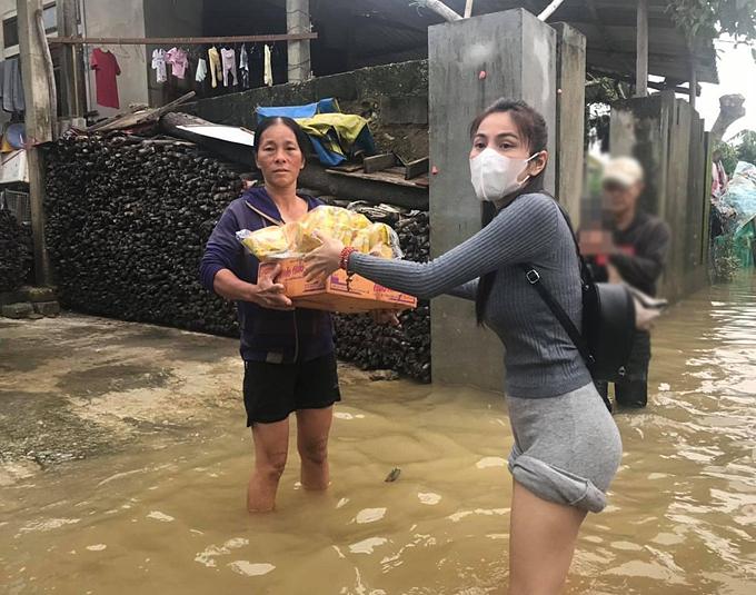Kỳ Duyên đáp trả khi bị mỉa mai đi từ thiện mà sợ mưa gió, không xông xáo bằng Thủy Tiên