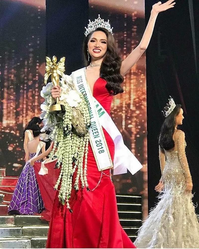 Netizen tranh cãi trước clip Hương Giang đổi thái độ nhanh như lật bánh tráng ở Hoa hậu Chuyển giới Quốc tế