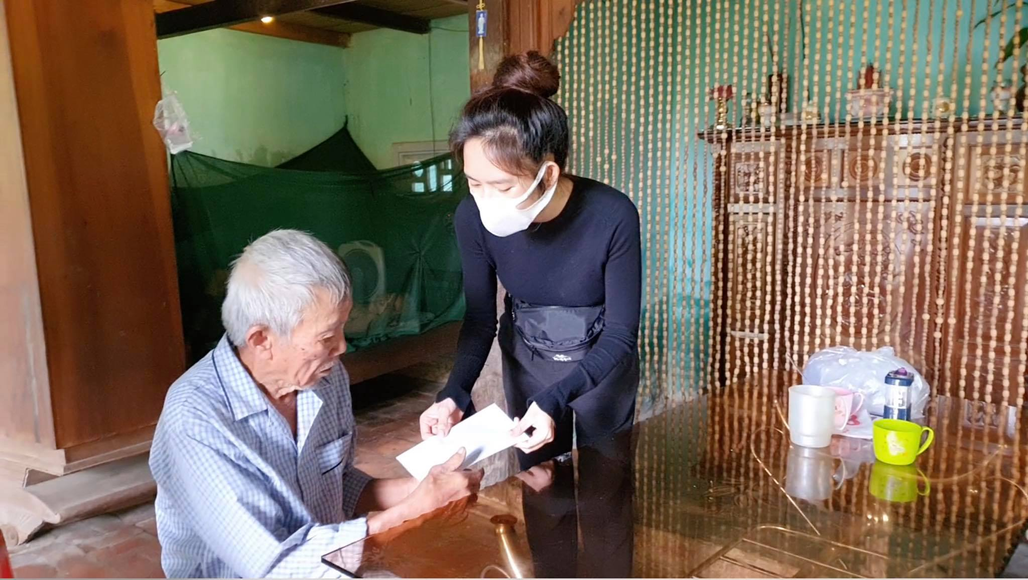 Vợ chồng Lý Hải - Minh Hà suýt tranh cãi vì quan điểm dùng tiền khác biệt khi đi cứu trợ miền Trung