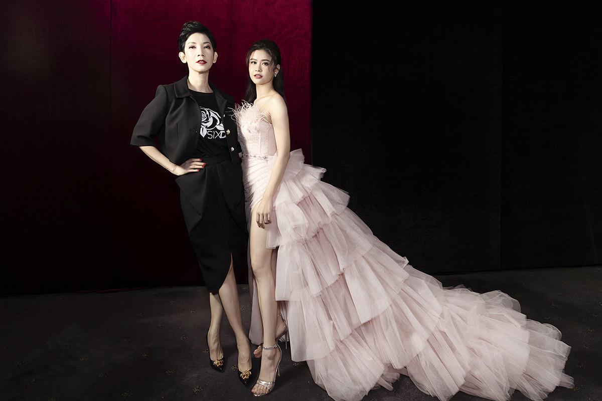 Trương Quỳnh Anh diện đầm công chúa cắt xẻ sâu khoe chân dài khi làm vedette