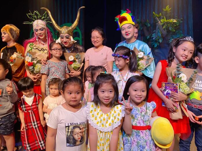 Con gái Mai Phương nhận ra giọng mẹ lúc xem kịch khiến khán giả rơi nước mắt
