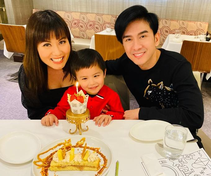 Đan Trường sum họp cùng vợ và con trai sau 8 tháng bị mắc kẹt ở Việt Nam