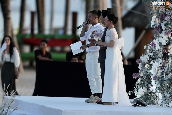Vợ Công Phượng diện chiếc váy giá 2,2 triệu đồng chụp ảnh cưới