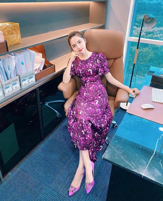 Hương Giang lộ diện tươi tắn hậu scandal với antifan, Hoà Minzy liền có bình luận gây chú ý